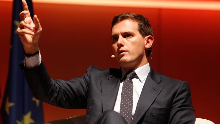 Importanti membri del partito d'opposizione spagnolo si dimettono a causa della svolta a destra del gruppo