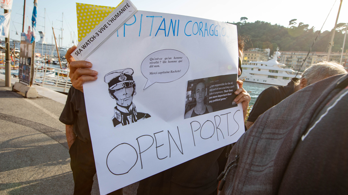 Carola Rackete remporte une victoire symbolique contre Matteo Salvini