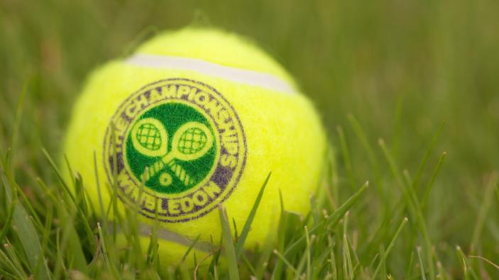 Djokovic e Halep vincono la finale del singolo a Wimbledon.