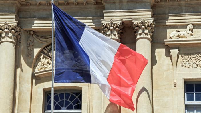 Des professionnels français manifestent contre la réforme des retraites de Macron