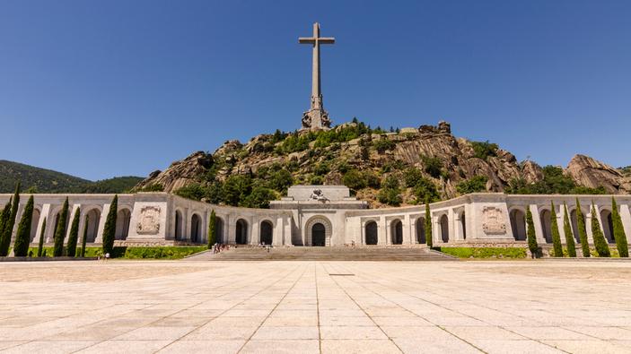 Los restos de Francisco Franco abandonan el Valle de los Caídos
