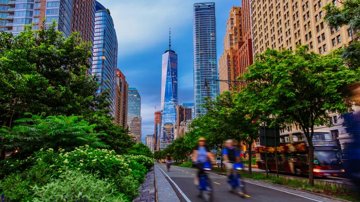 Nueva York invierte en bicisendas protegidas