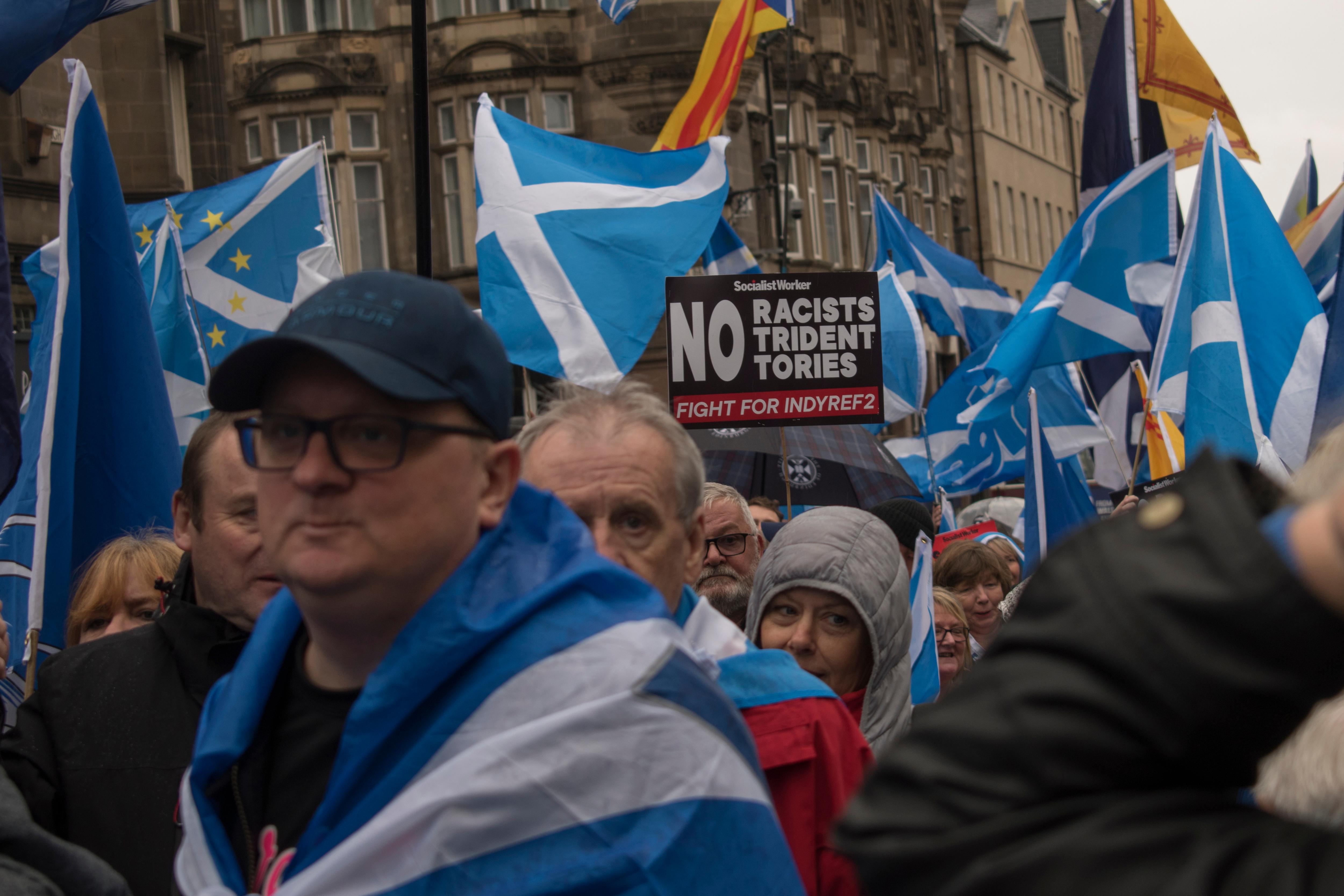Gli scozzesi in piazza a Glasgow per l'indipendenza