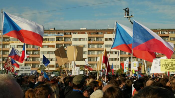 Praga torna in piazza trent'anni dopo la Rivoluzione di velluto