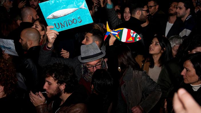 Milano, il movimento anti-Lega delle 'sardine' riempie piazza Duomo