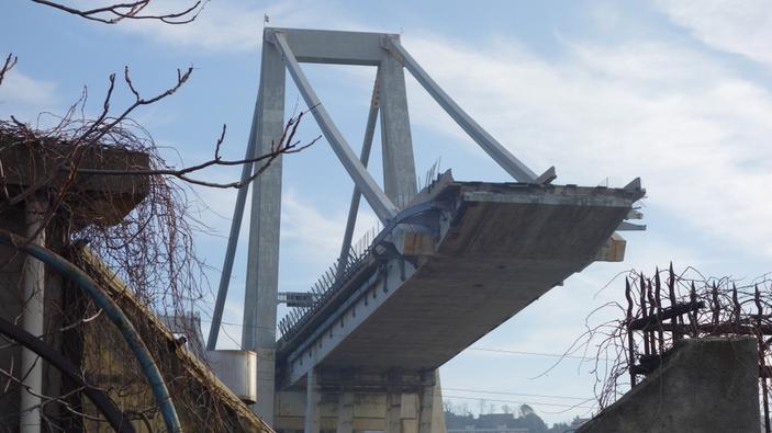 Crollo del viadotto sull'autostrada A6 riapre l'allarme sui ponti italiani