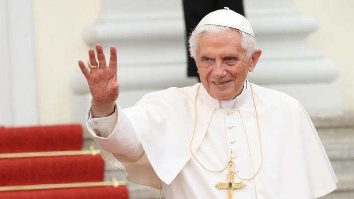 Benedicto escribe un libro contra las políticas de Francisco
