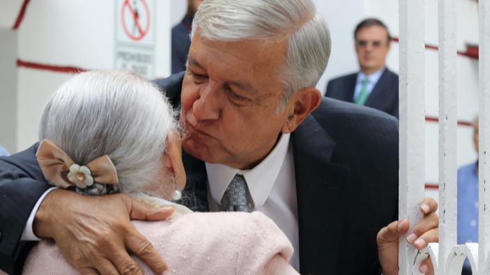 Bolsonaro y López Obrador, criticados por aparecer en público en plena pandemia