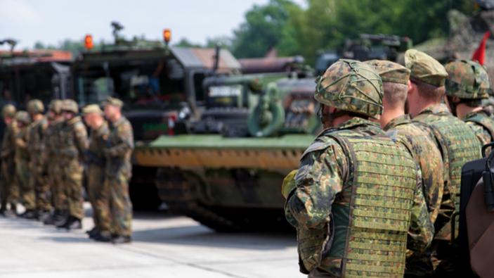 Sollte die Bundeswehr in der Öffentlichkeit präsenter sein?