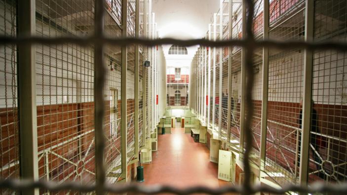 La prima vittima da coronavirus in un penitenziario apre il dibattito sul sovraffollamento