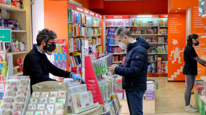 La decisione del Governo di riaprire le librerie divide il mondo del libro