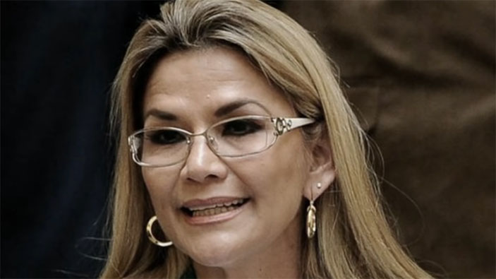 Presidenta de Bolivia promueve producto milagroso contra el coronavirus