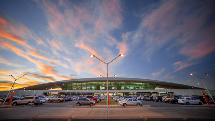 Uruguay transforma su aeropuerto en un autocine