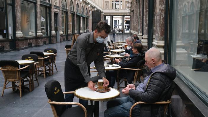 """Bélgica lanza la """"Helpy Hour"""" para ayudar a los propietarios de bar"""