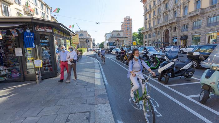 Milano, la pista ciclabile della discordia