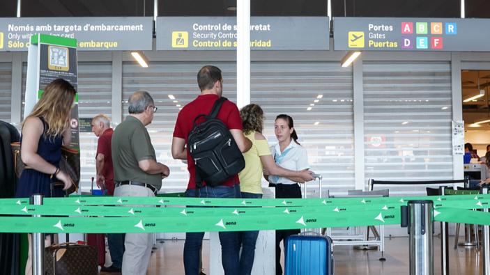 EE. UU., Rusia y Brasil en el borrador de la lista de países a los que se prohíbe viajar a la UE
