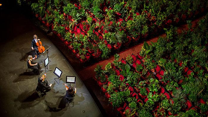 Wiedereröffnung des Opernhauses von Barcelona vor einem Publikum von Topfpflanzen