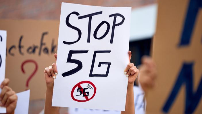 Tecnologia 5G, gli attivisti scendono nelle piazze italiane contro il piano di Colao