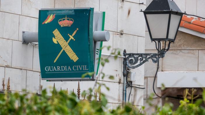 Críticas a la Guardia Civil por colocar la bandera LGBTI en su cuenta de Twitter