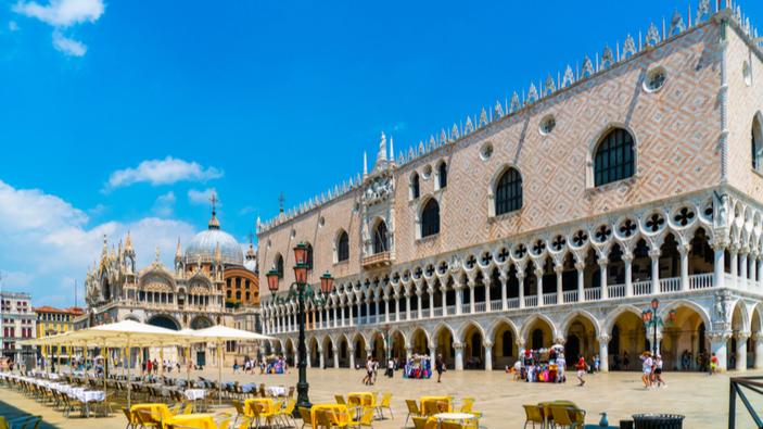 A piazza San Marco tornano gli ombrelloni come nel Settecento