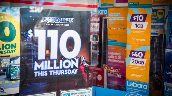 Una mujer sueña los números ganadores de la lotería