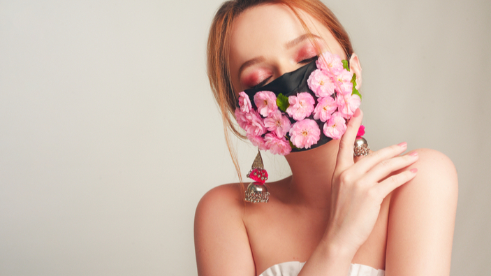 Gesichtsmasken im Museum – ein neues Mode-Statement?
