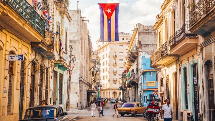 Cuba promueve el uso del dólar para ayudar a la economía