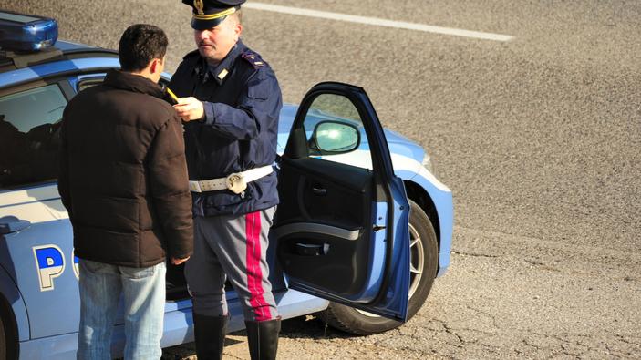 Sicurezza stradale, un disegno di legge vuole rendere obbligatorio l'<i>alcol-lock</i>