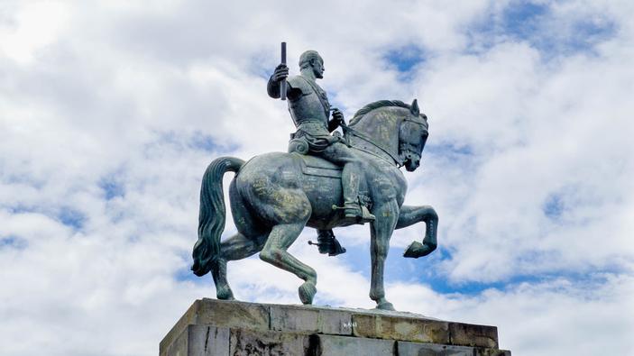Derribar estatuas, ¿relectura de la historia o ataque al patrimonio?