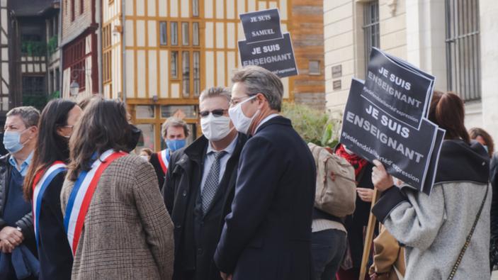 La France réagit à la décapitation de Samuel Paty en s'attaquant à l'islamisme radical