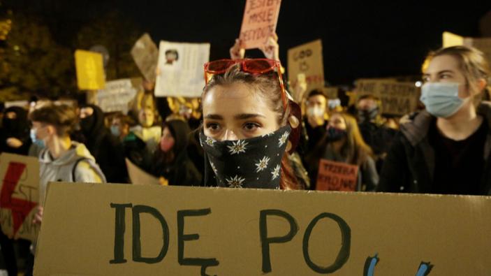 Polinnen protestieren gegen Abtreibungsverbot; USA unterzeichnen Erklärung gegen das Recht auf Abtreibung