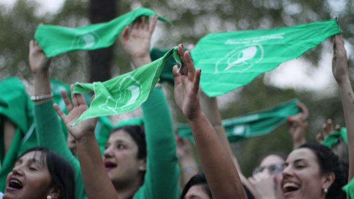 Argentina legaliza el aborto y Latinoamérica reacciona