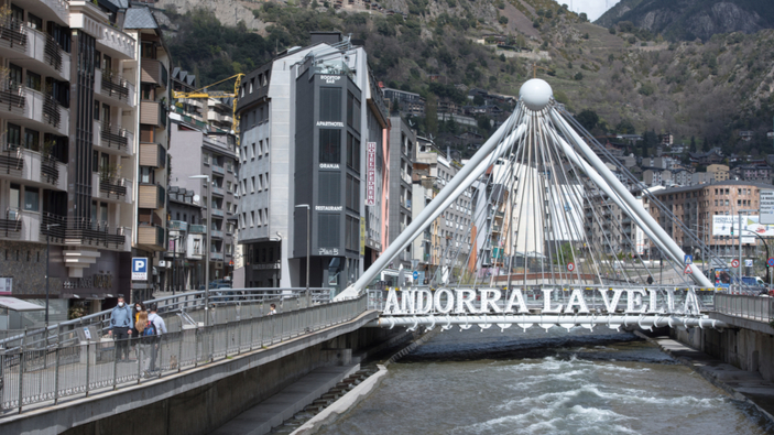 Muchos <i>youtubers</i> españoles se mudan a Andorra