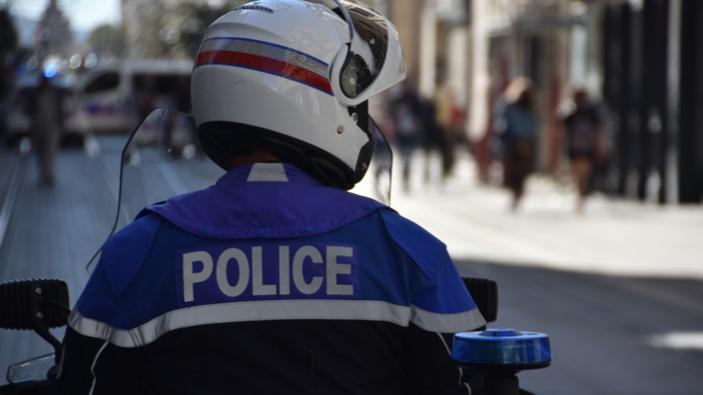 En France, un acte terroriste ravive de mauvais souvenirs