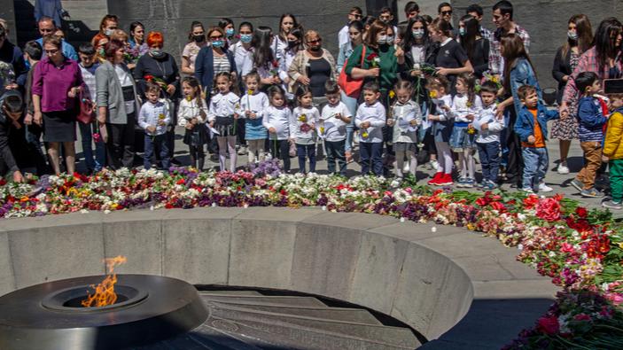 El presidente Biden reconoce oficialmente como genocidio la masacre de los armenios