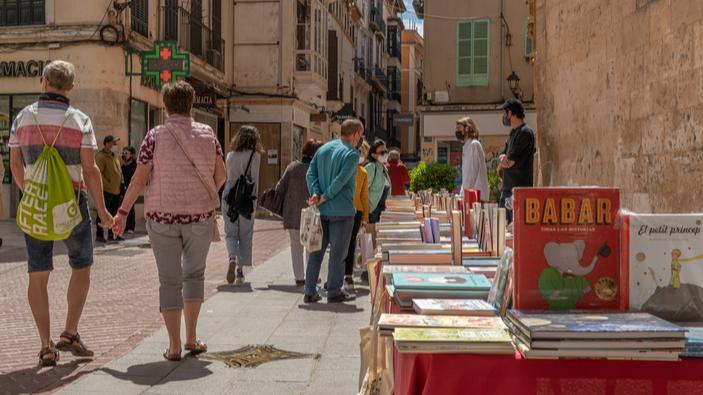 Libros y rosas vuelven por <i>Sant Jordi</i>
