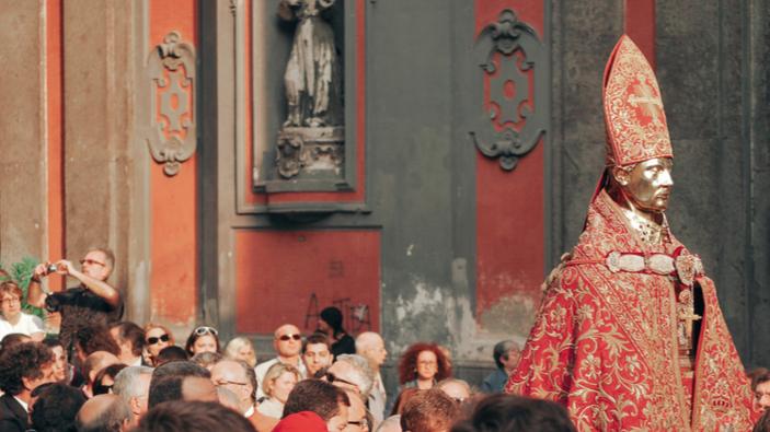 San Gennaro fa causa al Comune di Napoli
