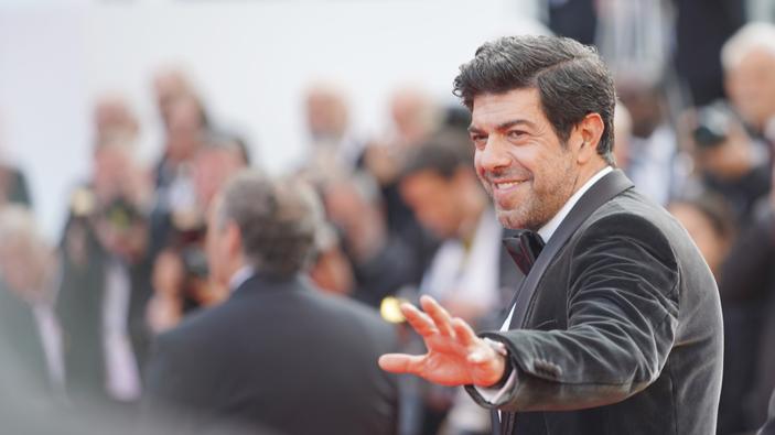 Pierfrancesco Favino lancia una proposta: cinema e teatro nelle scuole