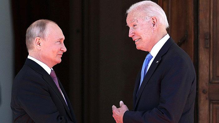 Joe Biden le regala a Putin gafas de aviador hechas para los pilotos de caza estadounidenses