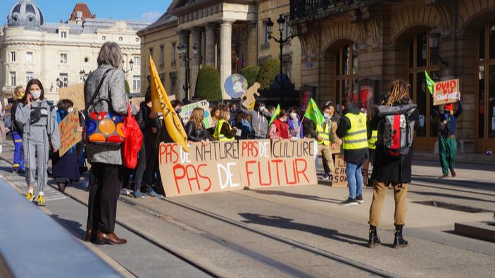 Cinq ministres français poursuivis pour inaction face à la crise climatique