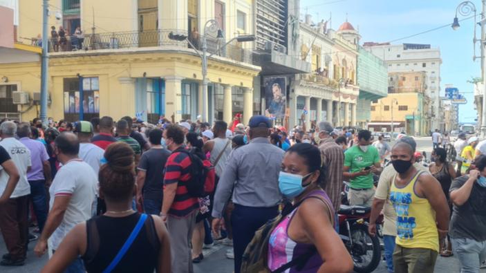 Cuba scende in piazza contro il regime castrista