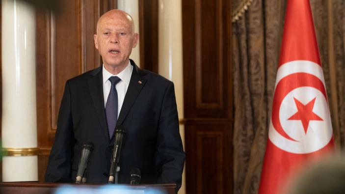 Le président de Tunisie limoge le Premier ministre et suspend le Parlement