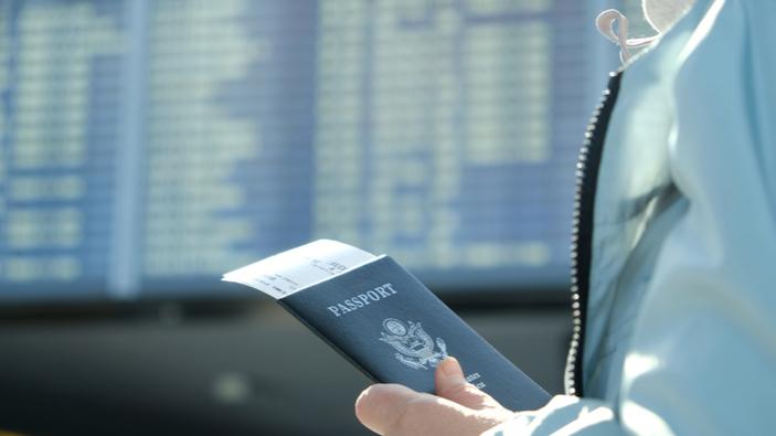 Die EU empfiehlt Einschränkungen für nicht essenzielle Reisen aus den USA