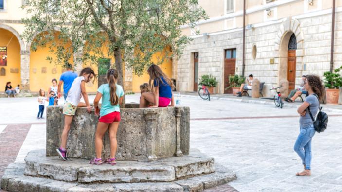 A Bologna si sancisce il diritto dei bambini di giocare in cortile