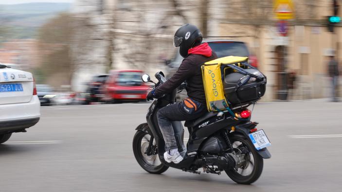 Ley <i>rider</i> al rescate de los repartidores