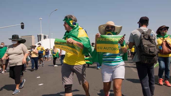 Bolsonaros Umfragewerte sinken; seine Anhänger versammeln sich in Brasilien