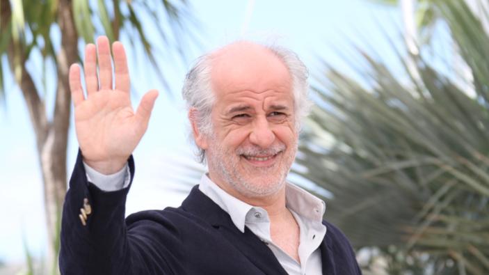 Toni Servillo nei panni di Eduardo Scarpetta: attore, commediografo e… re di Napoli