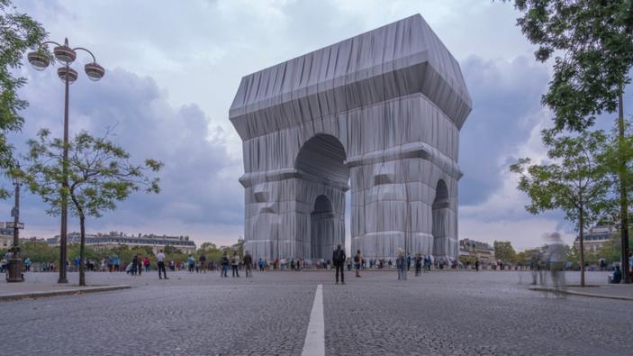 L'Arc de Triomphe empaqueté, un cadeau posthume de Christo