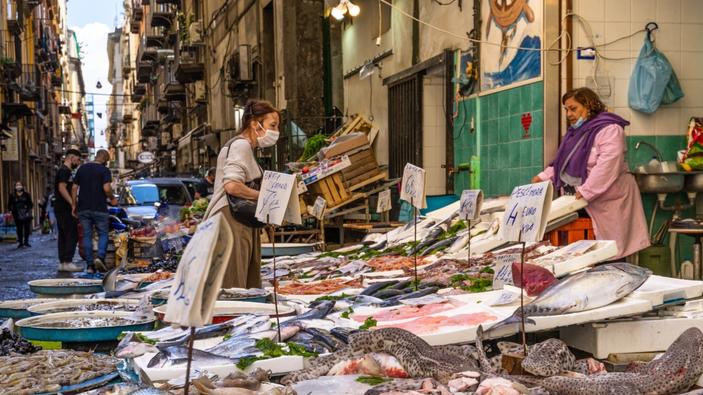 Napoli, la sofferenza del centro storico