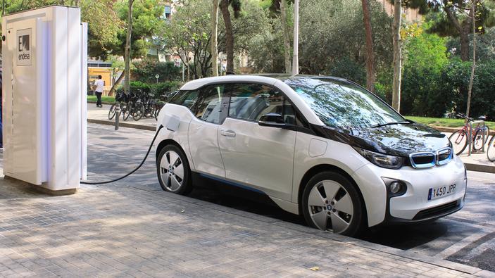 El motor ecológico impulsa la ilusión contra la crisis del automóvil en España